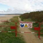 De gros engins interviennent sur la plage, le chantier est donc interdit d'accès.
